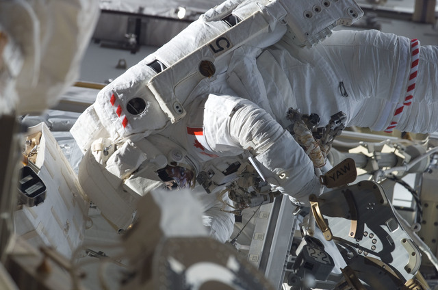 S115E05917 - STS-115 - STS-115 MS MacLean prepares the SARJ on the P3 - P4 Truss Segment during EVA
