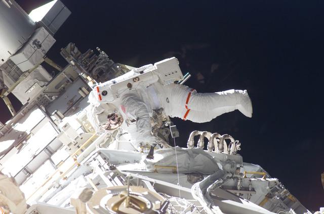 S115E05920 - STS-115 - STS-115 MS Burbank prepares the SARJ on the P3 - P4 Truss Segment during EVA
