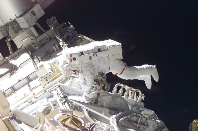 S115E05921 - STS-115 - STS-115 MS Burbank prepares the SARJ on the P3 - P4 Truss Segment during EVA