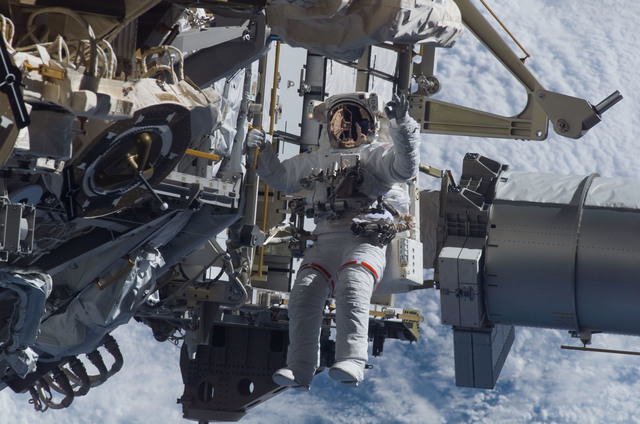 S115E05929 - STS-115 - STS-115 MS Burbank prepares the SARJ on the P3 - P4 Truss Segment during EVA