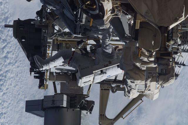 S115E05930 - STS-115 - STS-115 MS Burbank prepares the SARJ on the P3 - P4 Truss Segment during EVA