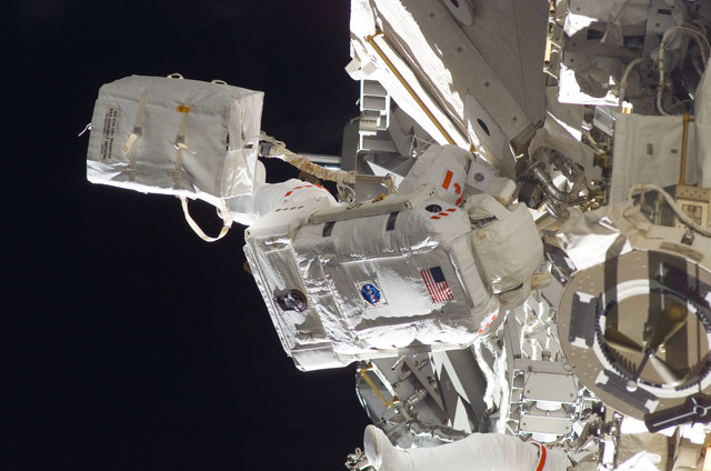 S115E05941 - STS-115 - STS-115 MS MacLean prepares the SARJ on the P3 - P4 Truss Segment during EVA