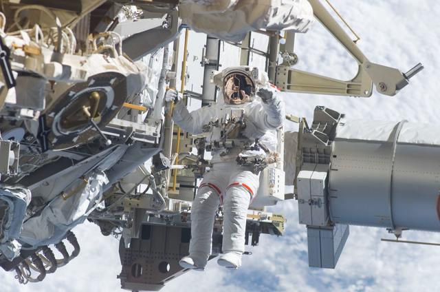 S115E05942 - STS-115 - STS-115 MS Burbank prepares the SARJ on the P3 - P4 Truss Segment during EVA