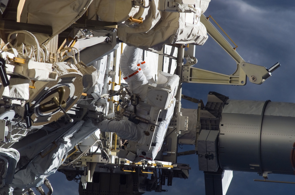 S115E05951 - STS-115 - STS-115 MS Burbank prepares the SARJ on the P3 - P4 Truss Segment during EVA