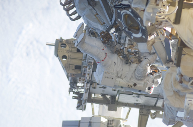 S115E05961 - STS-115 - STS-115 MS MacLean prepares the SARJ on the P3 - P4 Truss Segment during EVA