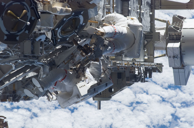S115E05962 - STS-115 - STS-115 MS Burbank and MacLean prepare the SARJ on the P3 - P4 Truss Segment during EVA