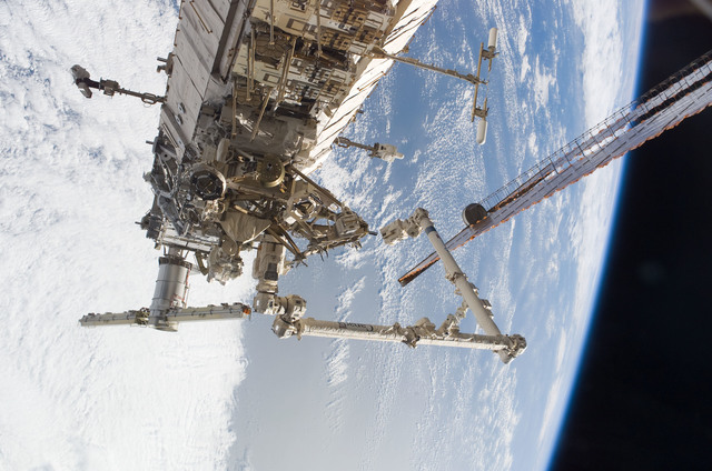 S115E05992 - STS-115 - SRMS and P1 Truss taken during Expedition 13 / STS-115 Joint Operations