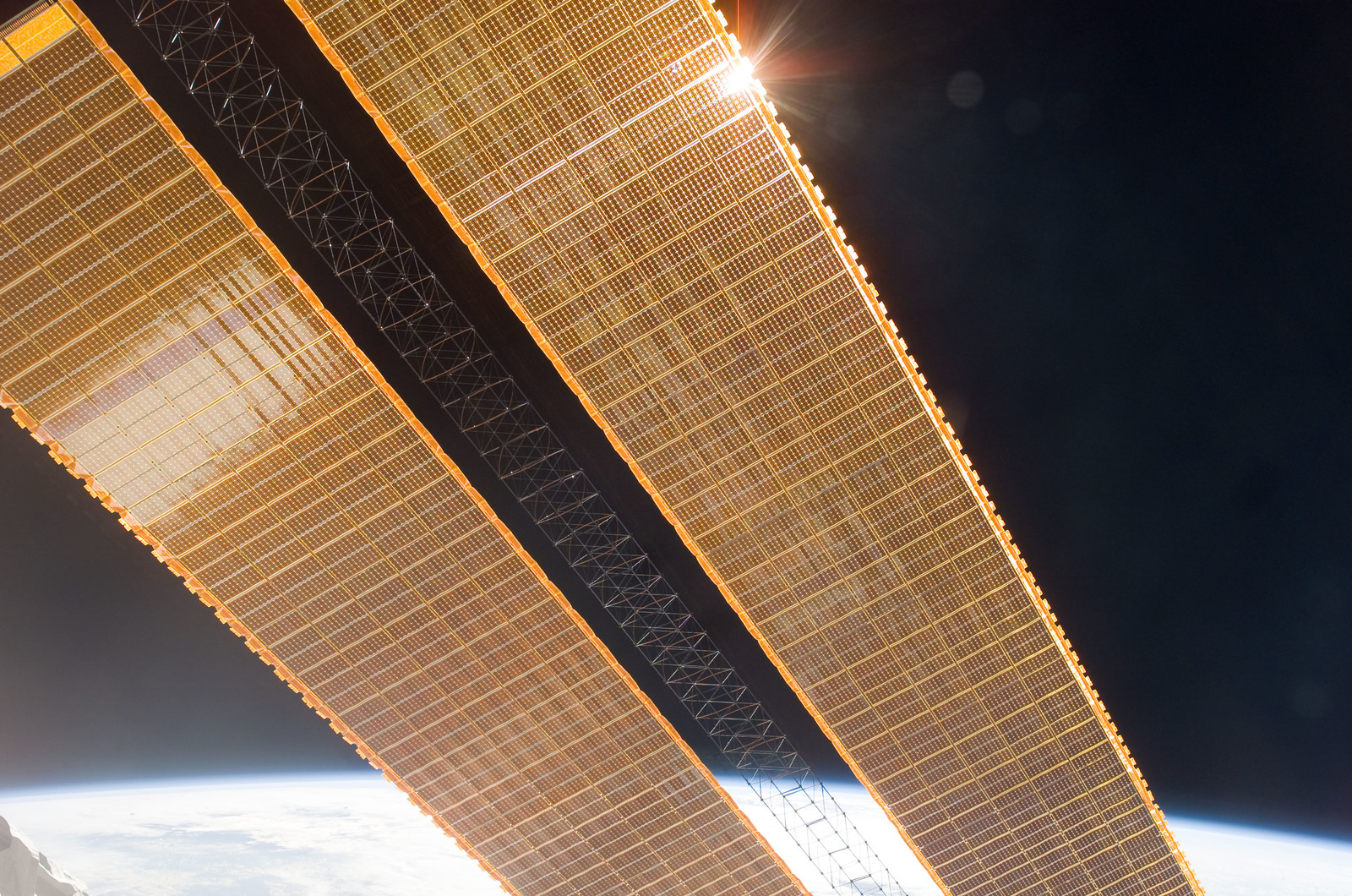 S115E06051 - STS-115 - Second set of solar arrays on the ISS during Expedition 13 / STS-115 Joint Operations