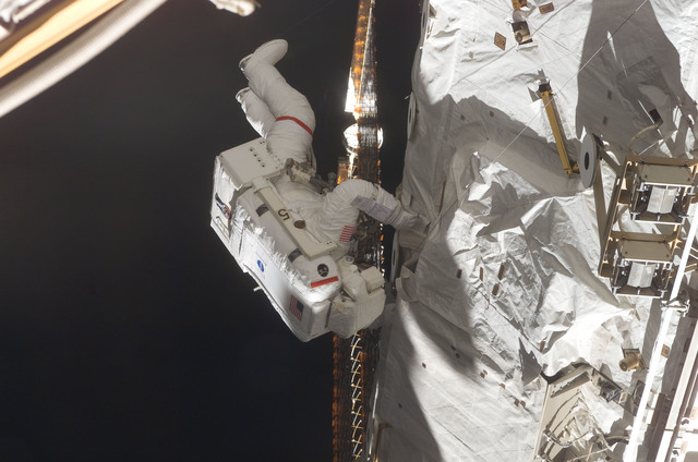 S115E06134 - STS-115 - STS-115 MS Tanner working on the P3/P4 Truss during EVA
