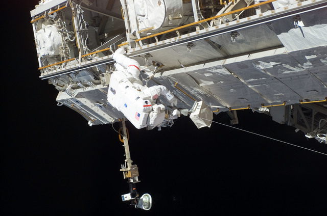 S115E06180 - STS-115 - STS-115 MS Tanner working on the P3/P4 Truss during EVA