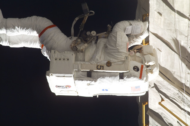 S115E06232 - STS-115 - STS-115 MS Tanner works on P3/P4 Trusses during third EVA