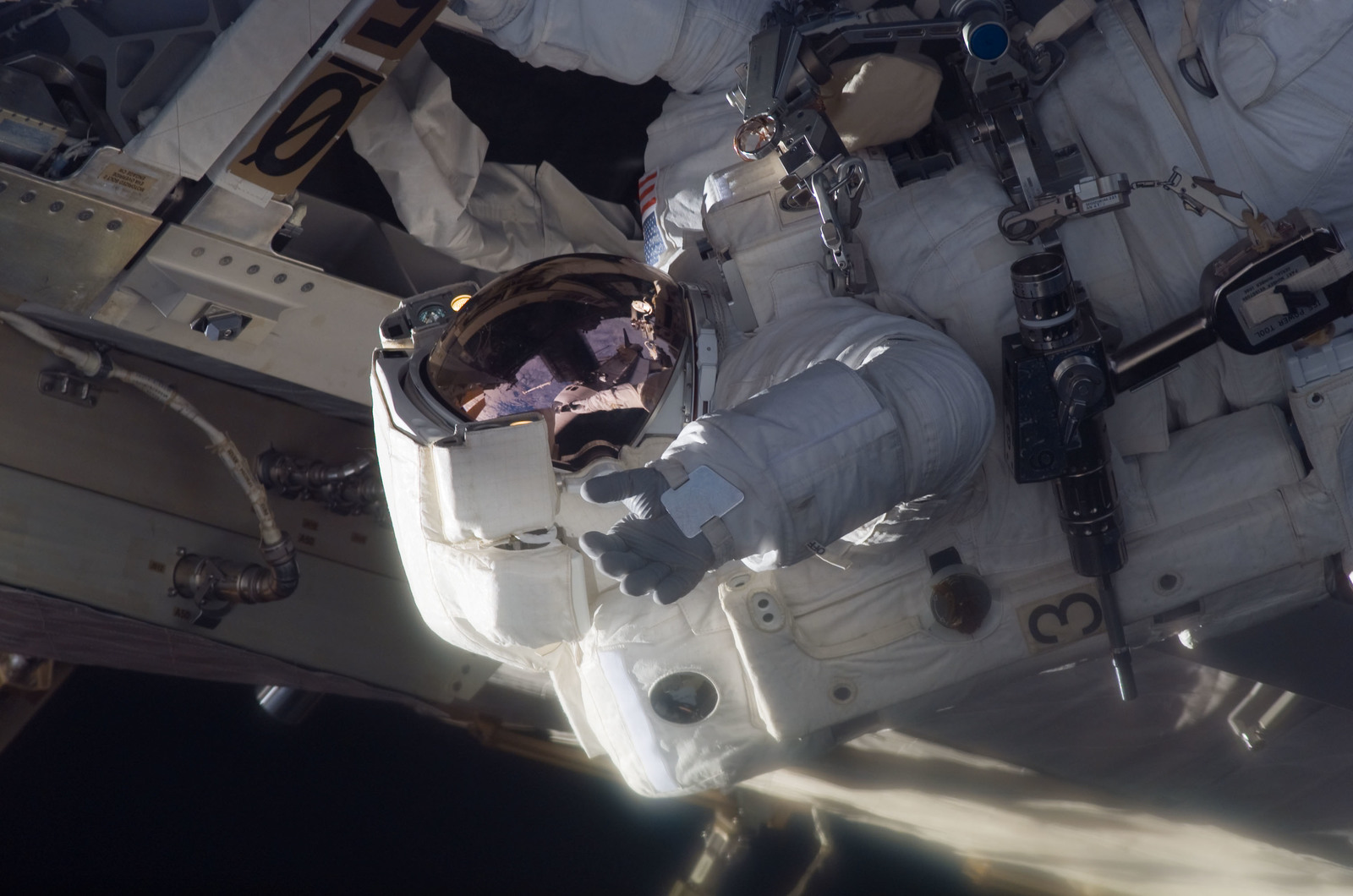 S115E06244 - STS-115 - Stefanyshyn-Piper performs third EVA during STS-115 / Expedition Joint Operations