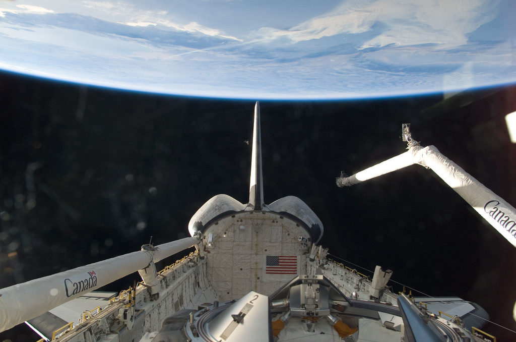 S115E06505 - STS-115 - Vertical Stabilizer,OMS,and SRMS taken from the aft FD window on the STS-115 Space Shuttle Atlantis