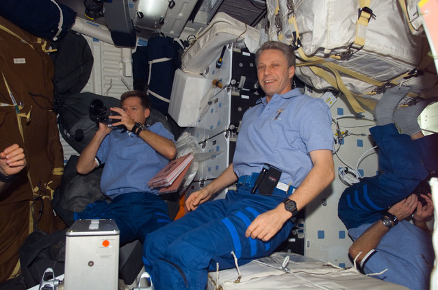 S115E06578 - STS-115 - Ferguson, STS-115 Pilot, and Reiter, Expedition 13, FE, in the MDDK of the Space Shuttle Atlantis during Expedition 13 / STS-115 Joint Operations