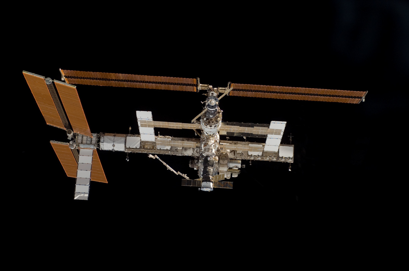S115E06707 - STS-115 - Overall exterior view of the ISS during undocking and Flyaround Operations for STS-115 Space Shuttle Atlantis