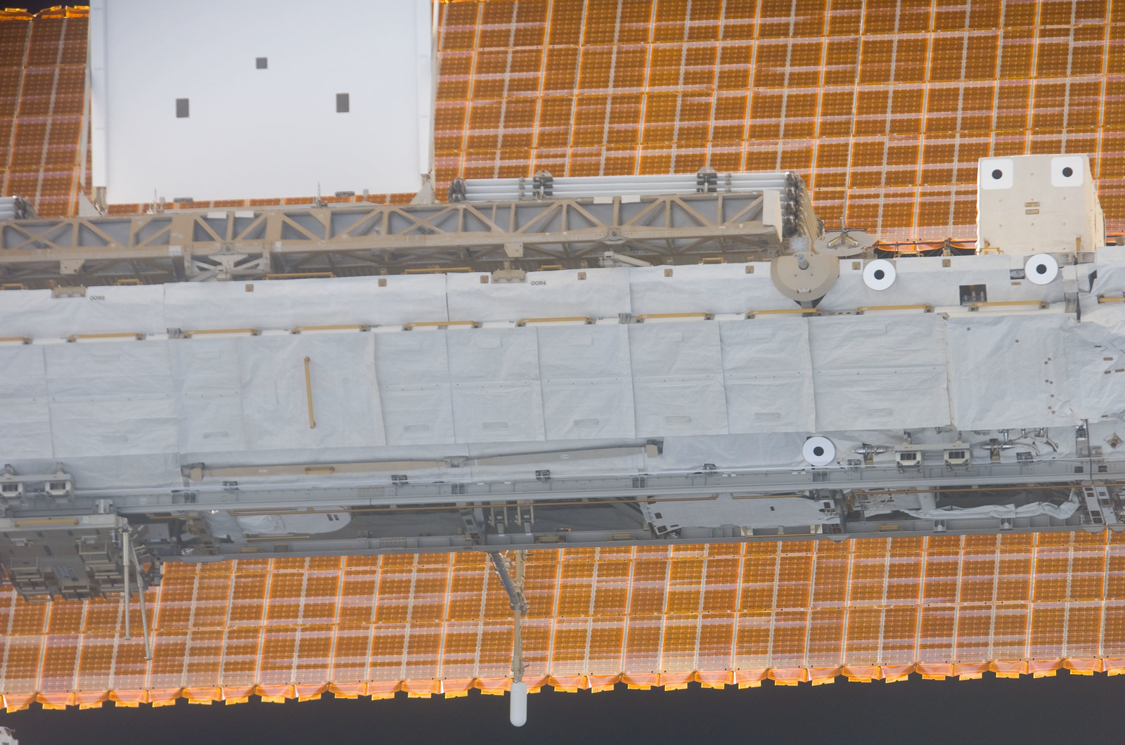 S116E05685 - STS-116 - Approach view of the P1 Truss