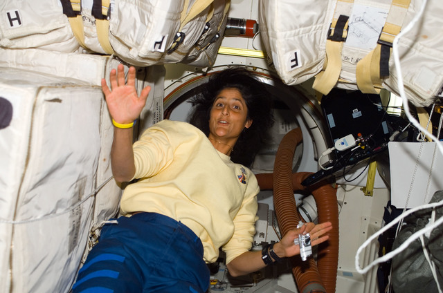 S116E05875 - STS-116 - Expedition 14 FE Williams in the Airlock hatch area on STS-116 Space Shuttle Discovery