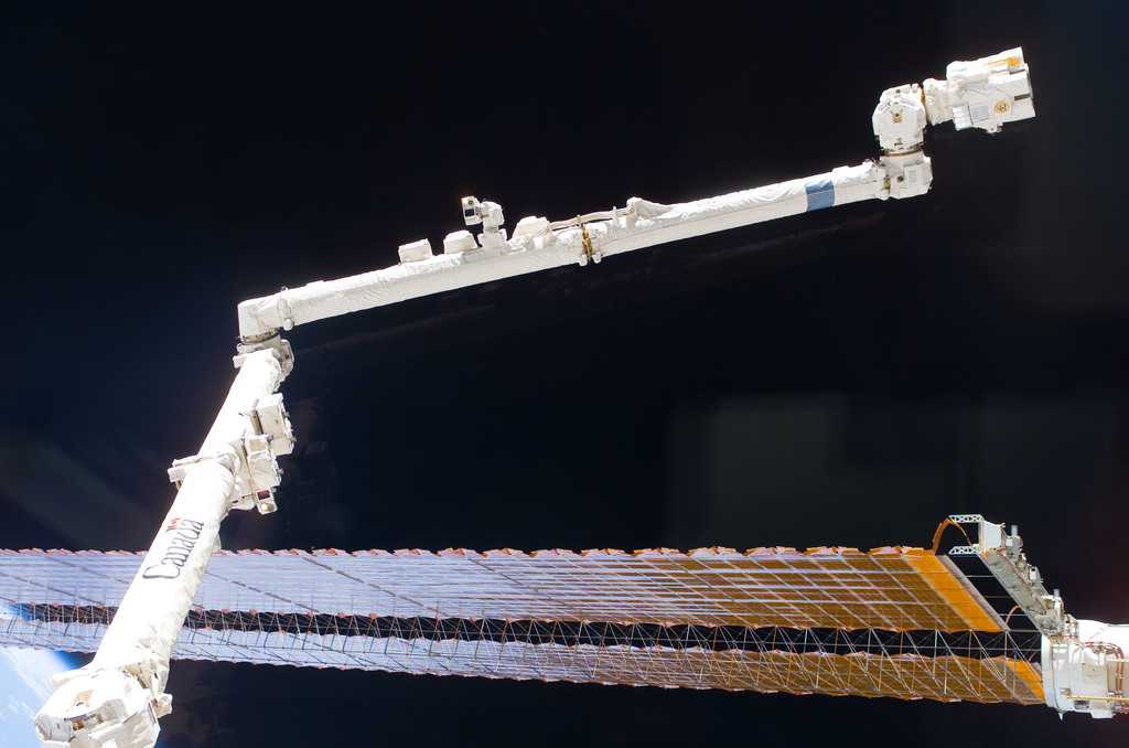 S116E06179 - STS-116 - P4 Truss SAW during EVA 2