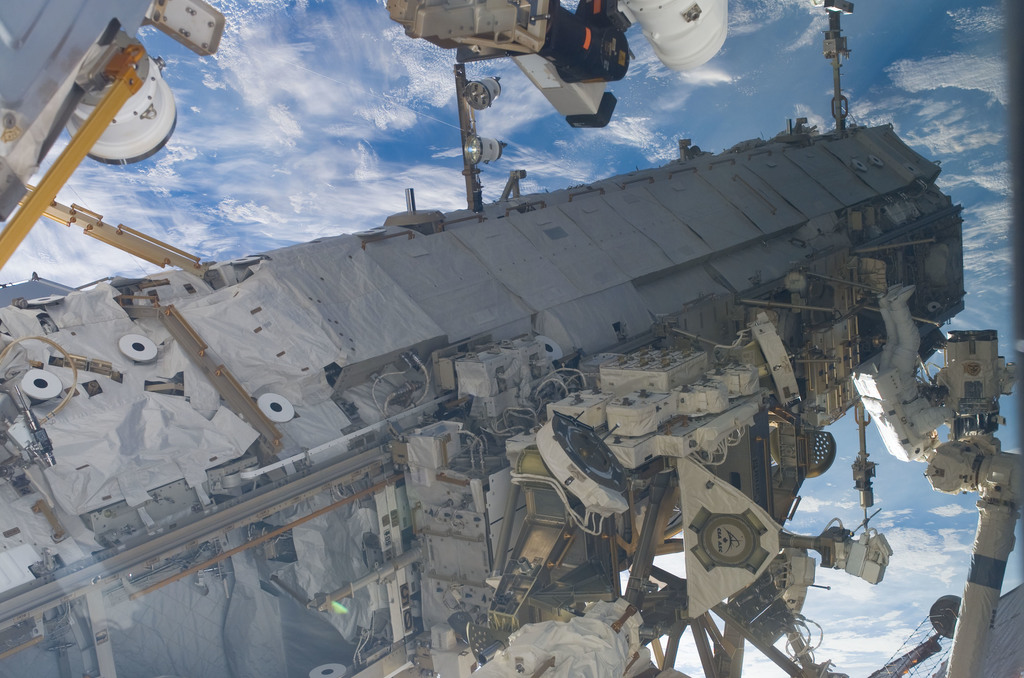 S116E06217 - STS-116 - STS-116 MS Curbeam,Jr.,and Fuglesang working on the S1 Truss during EVA 2