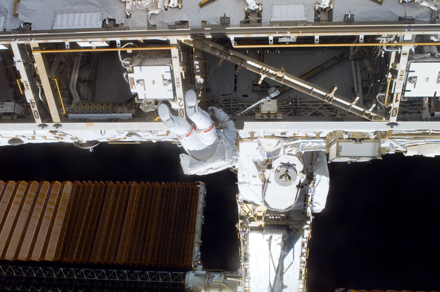 S116E06219 - STS-116 - STS-116 MS Curbeam,Jr.,working on the S1 Truss during EVA 2
