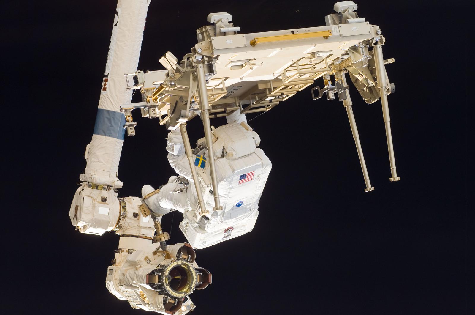 S116E06279 - STS-116 - STS-116 MS Fuglesang relocates CETA 2 cart on EVA 2