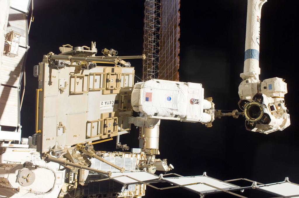 S116E06304 - STS-116 - STS-116 MS Fuglesang relocates CETA 2 cart on EVA 2