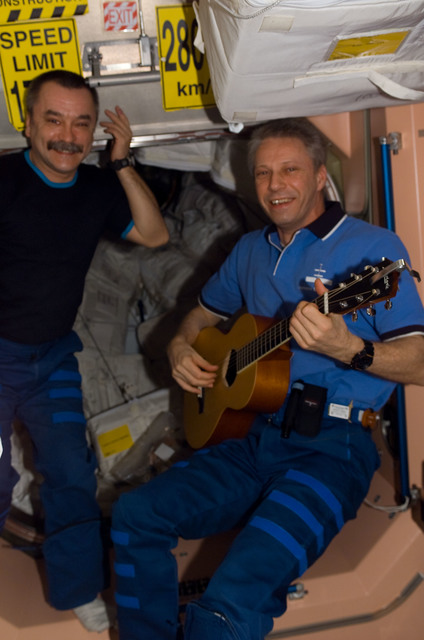 S116E06542 - STS-116 - STS-116 FE Reiter plays guitar in the Node 1 during Joint Operations