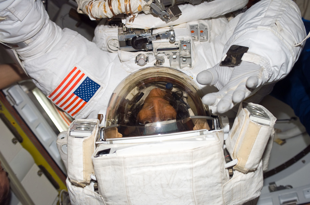 S116E06617 - STS-116 - Expedition 14 FE Williams wearing EMU in the A/L during Joint Operations