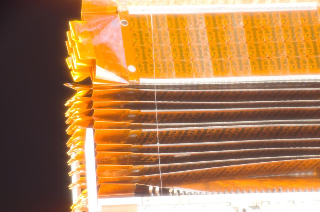 S116E06672 - STS-116 - P6 Truss SAW taken during EVA 3
