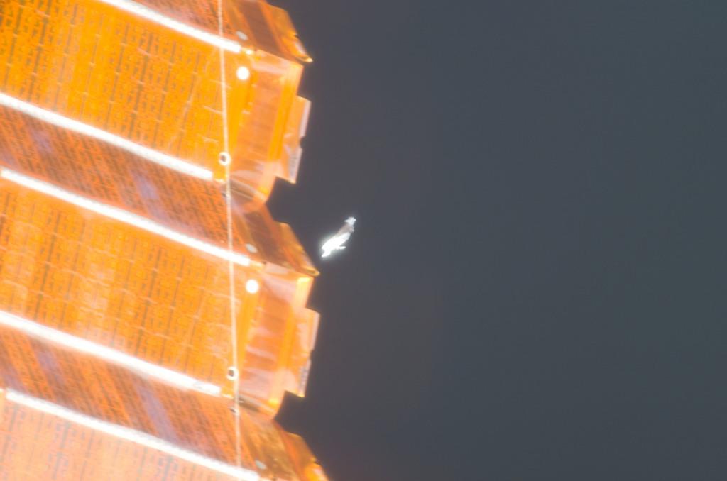 S116E06686 - STS-116 - P6 Truss SAW taken during EVA 3