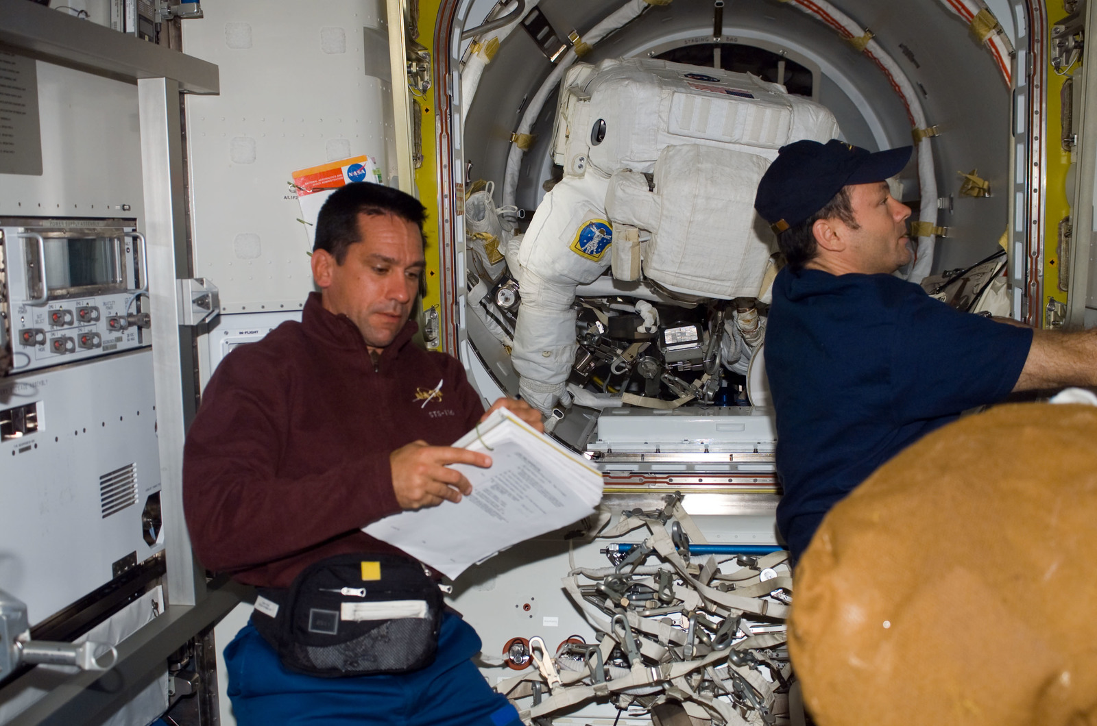 S116E06841 - STS-116 - STS-116 Pilot Oefelein and STS-116 MS Patrick in the A/L during Joint Operations