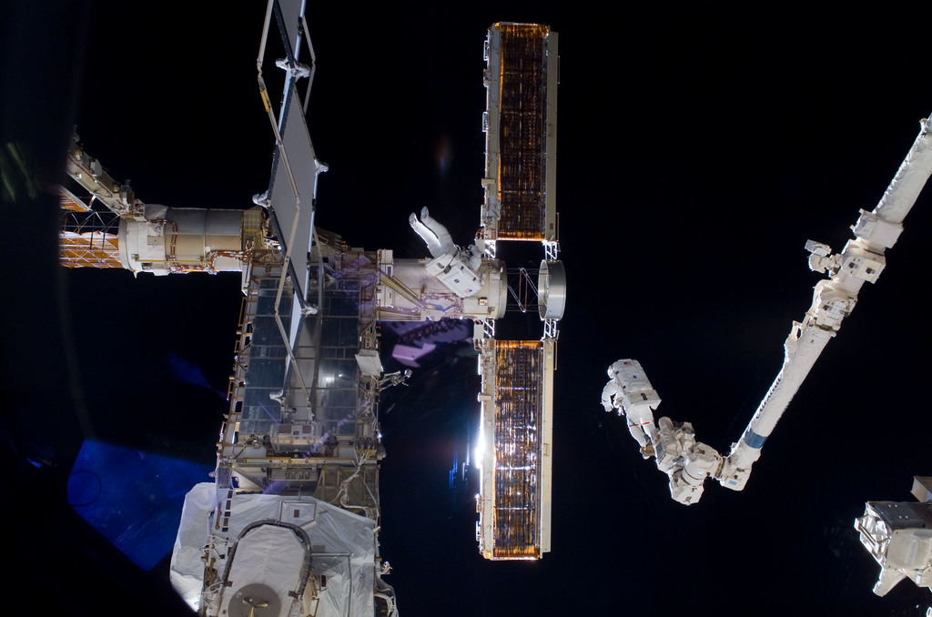 S116E06859 - STS-116 - STS-116 MS Fuglesang and Curbeam,Jr.,during EVA 4
