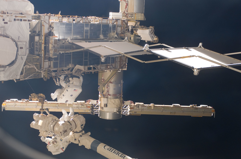 S116E06873 - STS-116 - STS-116 MS Fuglesang and Curbeam,Jr.,during EVA 4