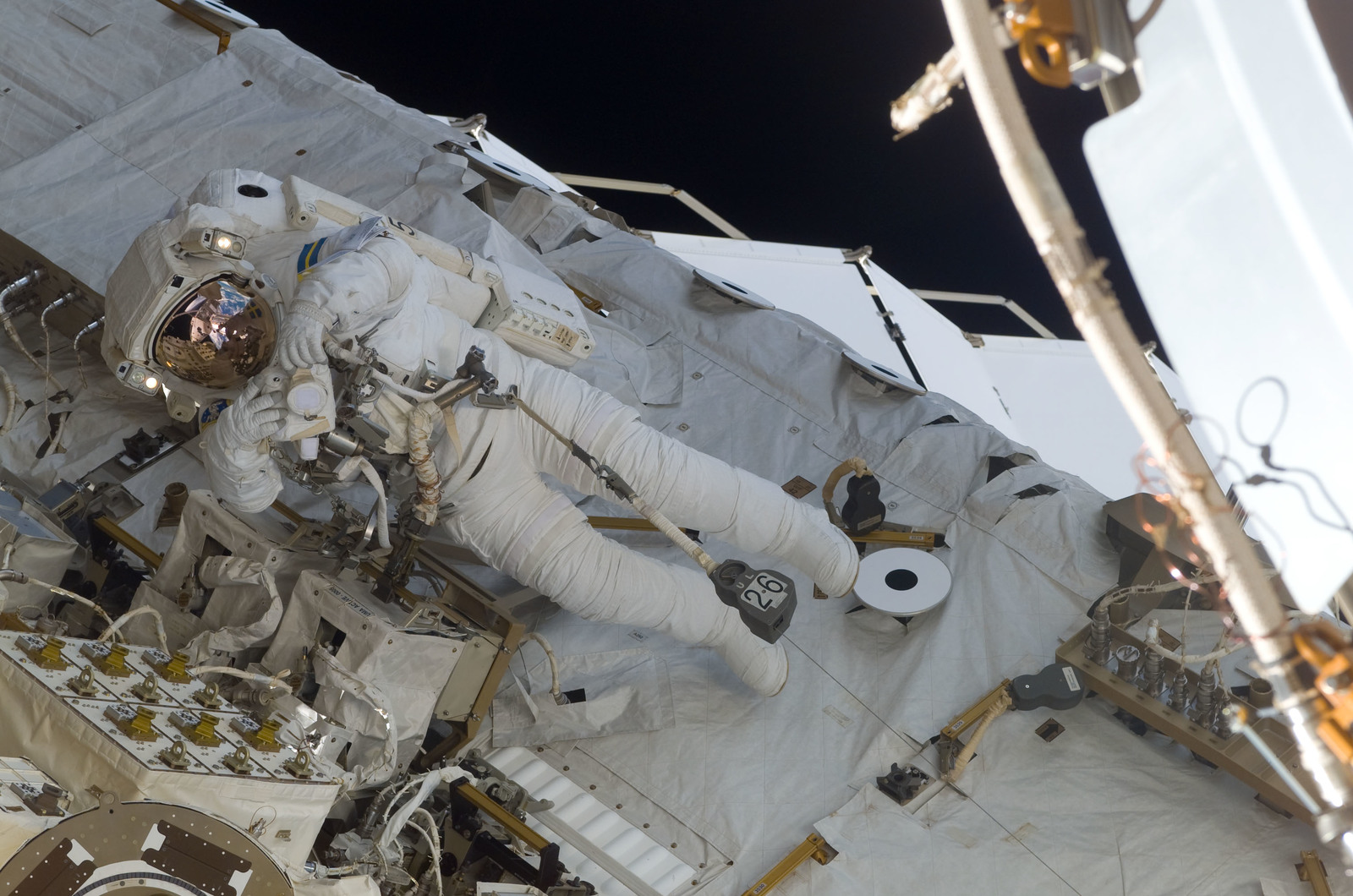 S116E06883 - STS-116 - STS-116 MS Fuglesang uses digital camera on the STBD side of the S0 Truss during EVA 4