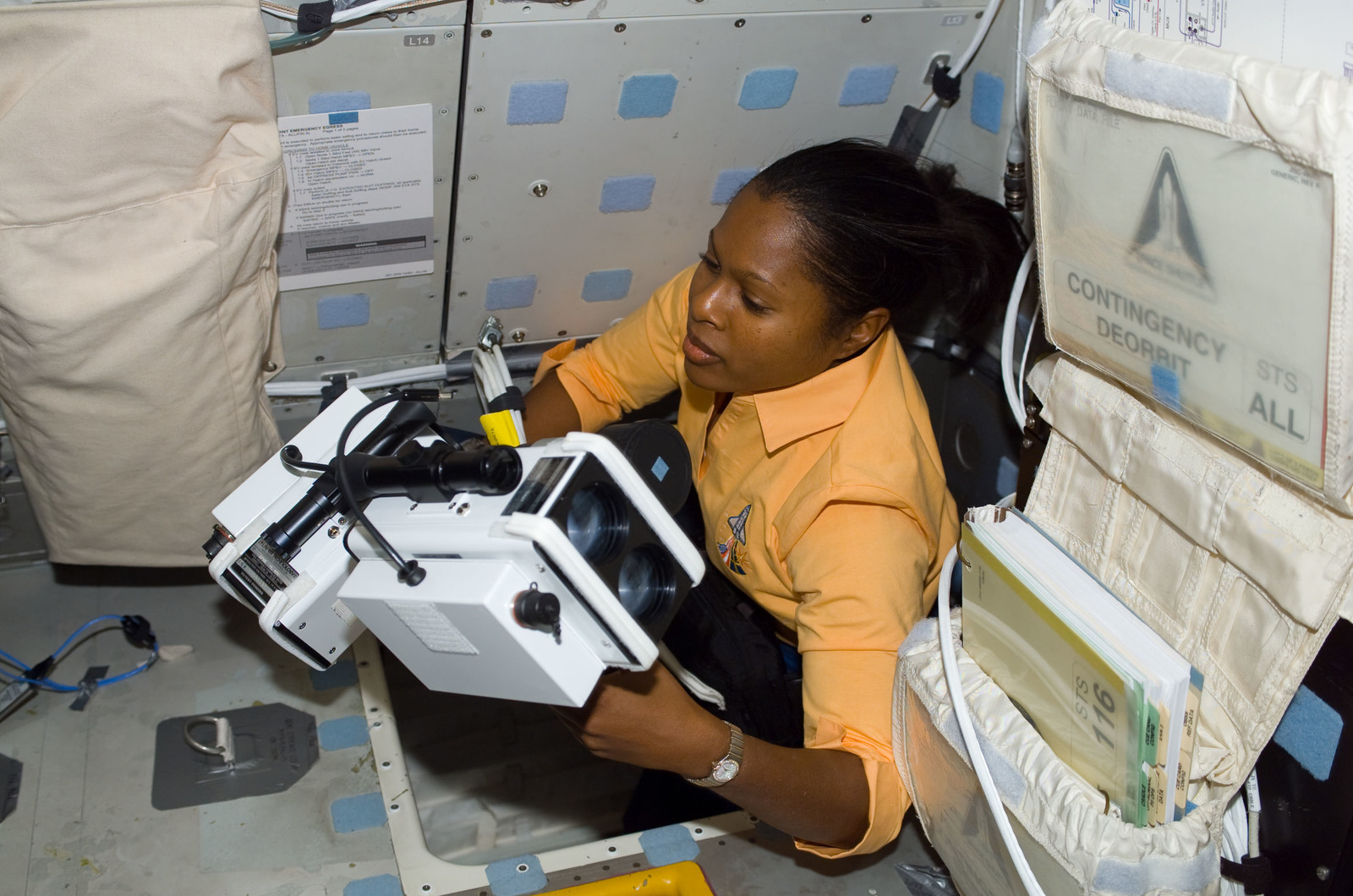 S116E06894 - STS-116 - STS-116 MS Higginbotham using Night Vision Photography equipment on the MDDK on Space Shuttle Discovery