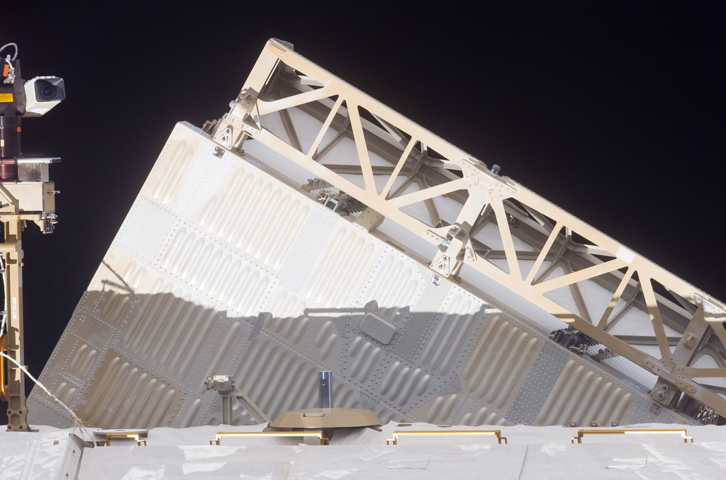 S116E07049 - STS-116 - Backside of the P1 Truss Radiator