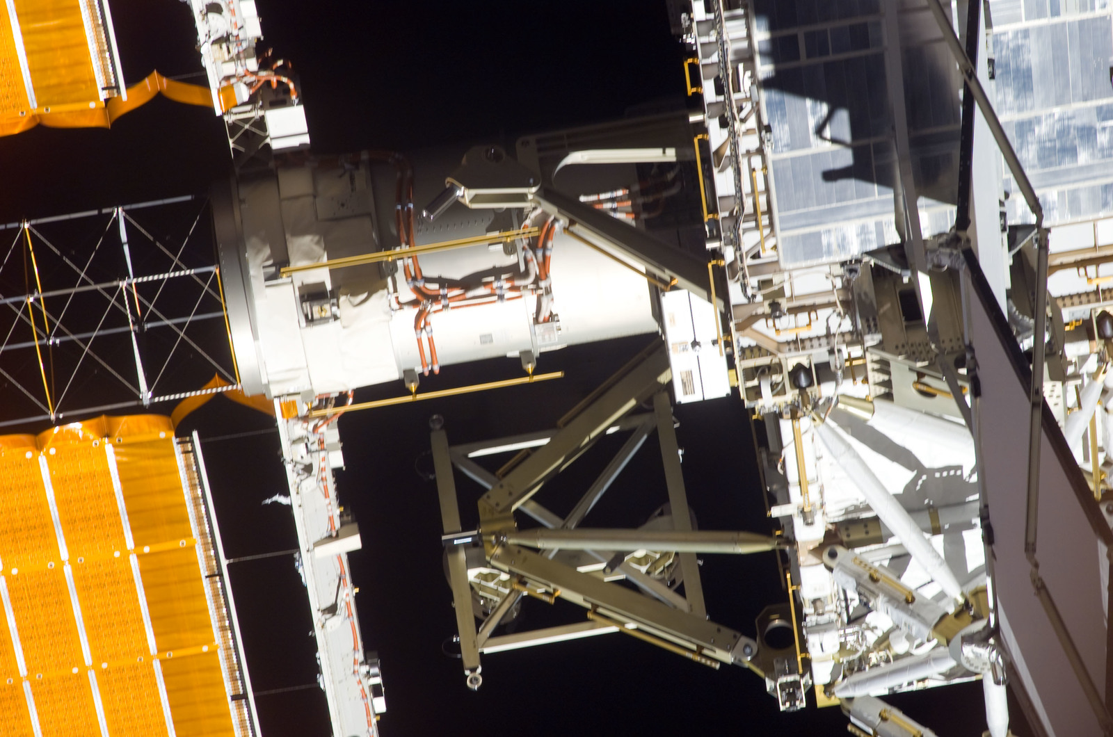S116E07524 - STS-116 - P4 and P5 Trusses taken during STS-116