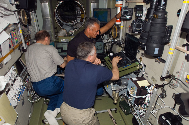 S117E07127 - STS-117 - Reilly,Yurchikhin, and Kotov in the SM during Joint Operations