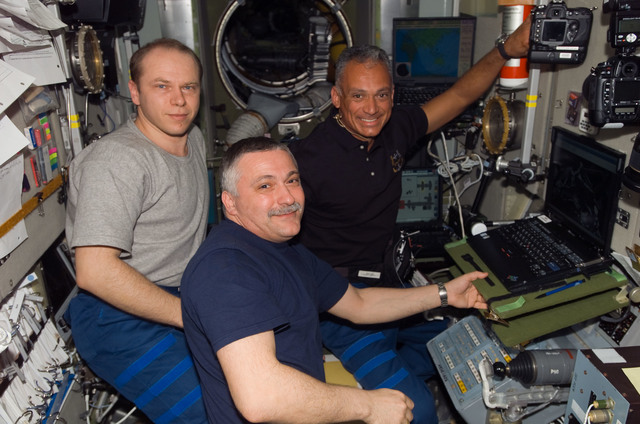 S117E07128 - STS-117 - Kotov, Yurchikhin, and Olivas work at workstation in the SM during Joint Operations