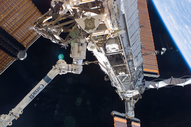 S117E07348 - STS-117 - S1,S3,and S4 Trusses during EVA 2 of STS-117 Mission