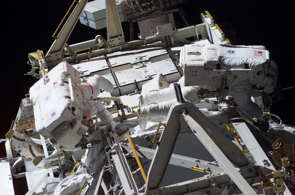 S117E07778 - STS-117 - Forrester and Swanson working on the S3 Truss during EVA 4