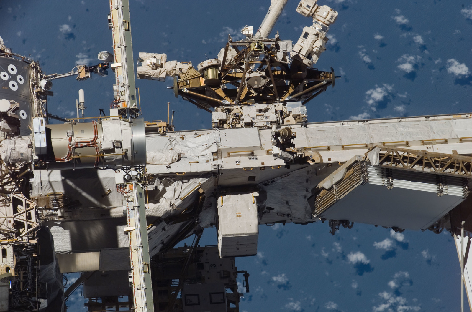 S117E08792 - STS-117 - MBS,MT, SSRMS or Canadarm2, and P1 Truss taken during STS-117 Mission