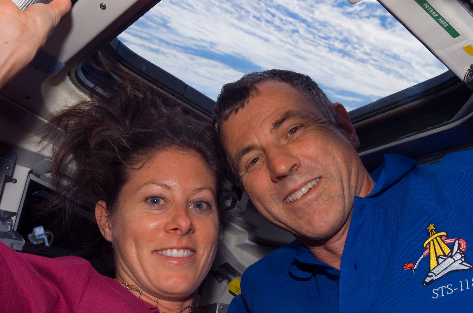 S118E05585 - STS-118 - View of Caldwell and Williams posing for a photo in the FD during STS-118