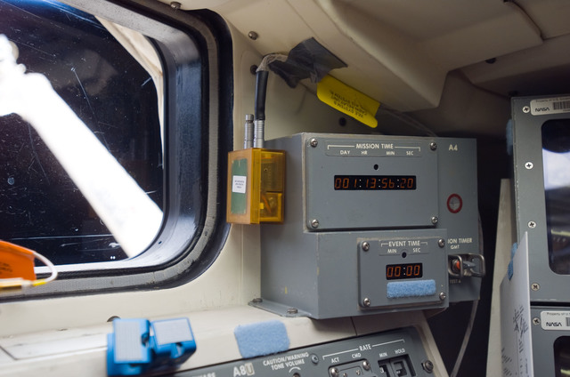S118E06039 - STS-118 - View of WLE CRU mounted to the Mission Timer in the FD during STS-118