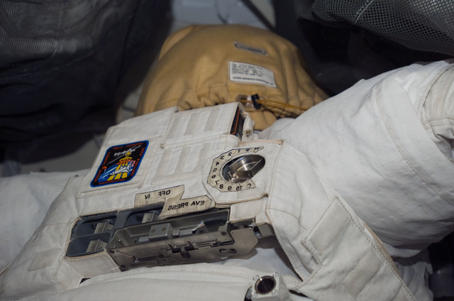 S118E06043 - STS-118 - View of EMU taken during STS-118