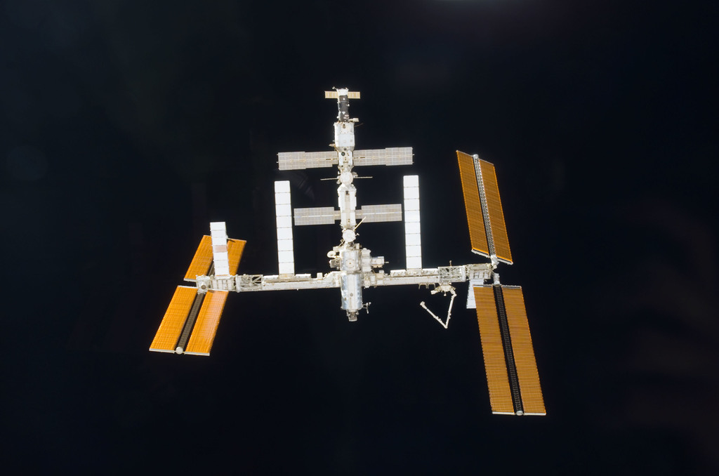 S118E06074 - STS-118 - View of the ISS taken during STS-118