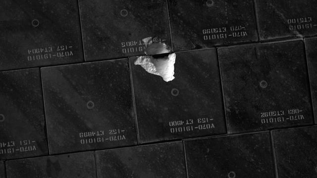 S118E06229 - STS-118 - IDC Survey Test of Tile Damage taken during STS-118 Mission