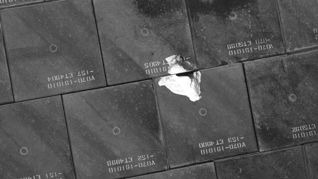 S118E06397 - STS-118 - IDC Survey Test of Tile Damage taken during STS-118 Mission