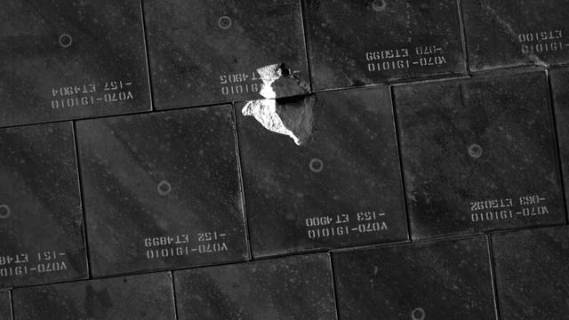 S118E06756 - STS-118 - IDC Survey Test of Tile Damage taken during STS-118 Mission