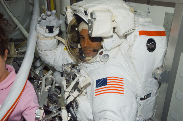 S118E07462 - STS-118 - Mastracchio poses in his EMU during STS-118/Expedition 15 Joint Operations